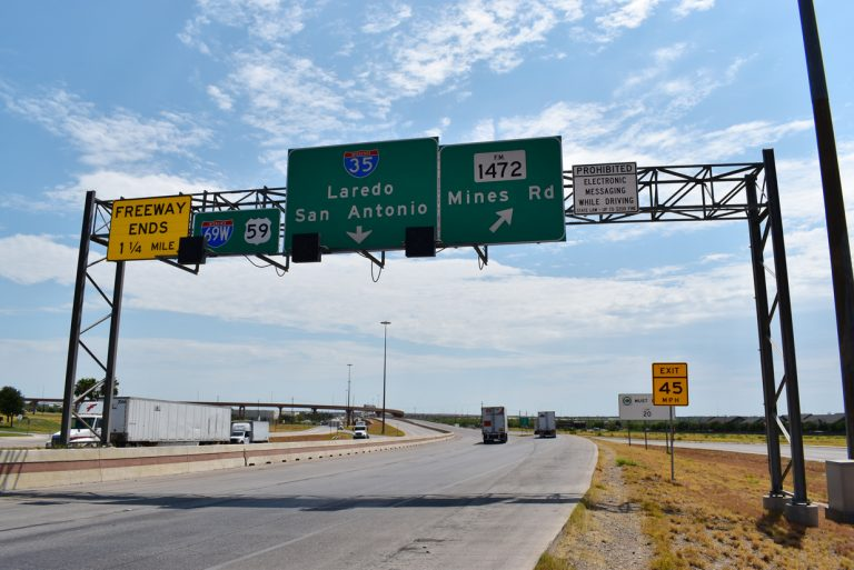 IH 69W/US 59 north at FM 1472 - Laredo, TX