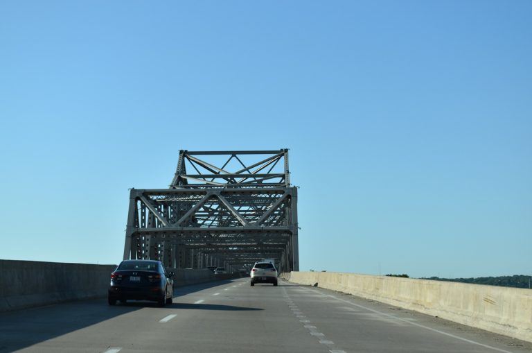I-74 east - Murray Baker Bridge